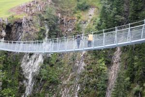 Abkürzung über die Hängeseilbrücke nach Holzgau